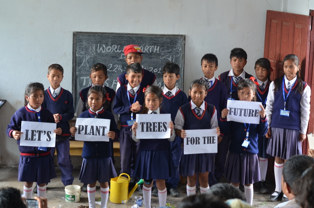 The Children of Mawhiang Domsohjhur Upper Primary School, Mawhiang, Mawsynram Block, East Khasi Hills sharing a message on World Earth Day. Photo: NESFAS/Damanki War